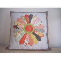 Sundrops - Dresden Plate Cushion Kit